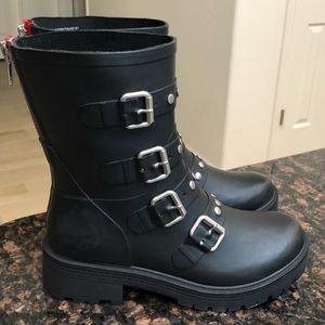 6fdfb9d8989 Steve Madden Shoes - NWOT Steve Madden Thunder Rubber Rain Boots